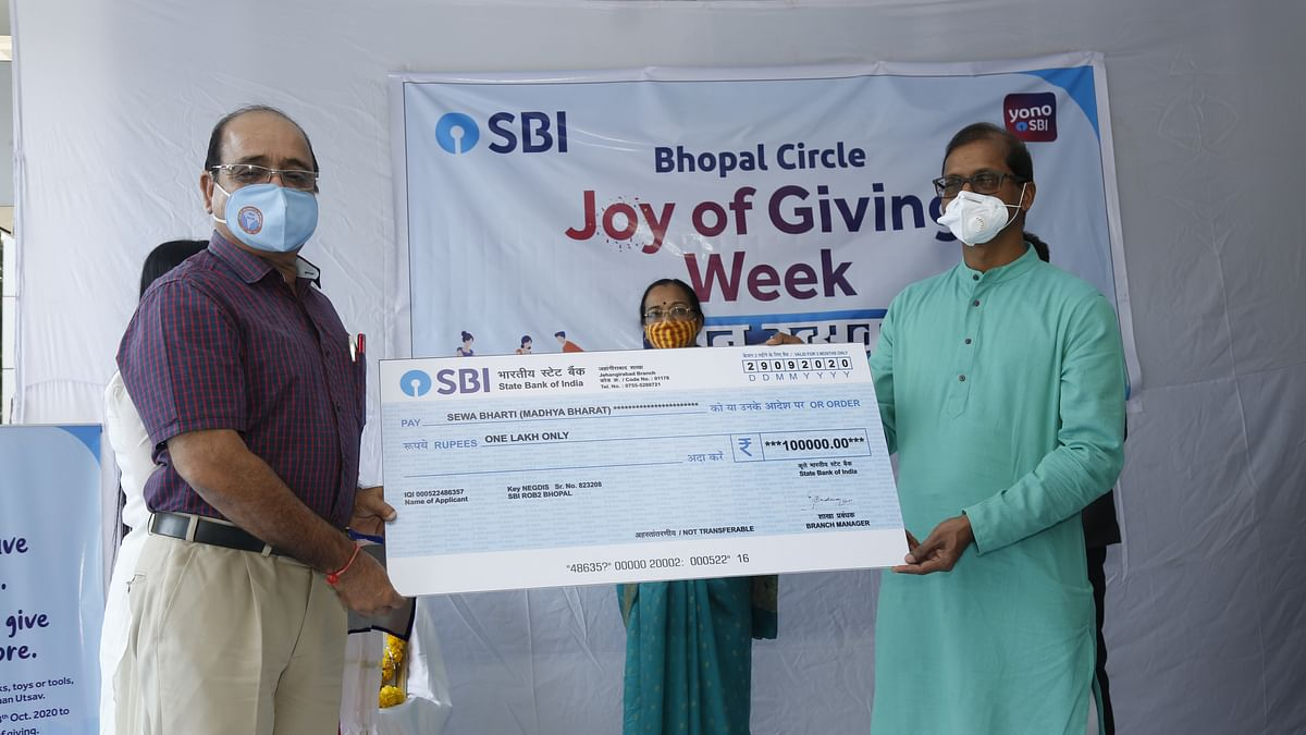 Bhopal: On Gandhi Jayanti, SBI Chief General Manager launches 'Joy of Giving' week