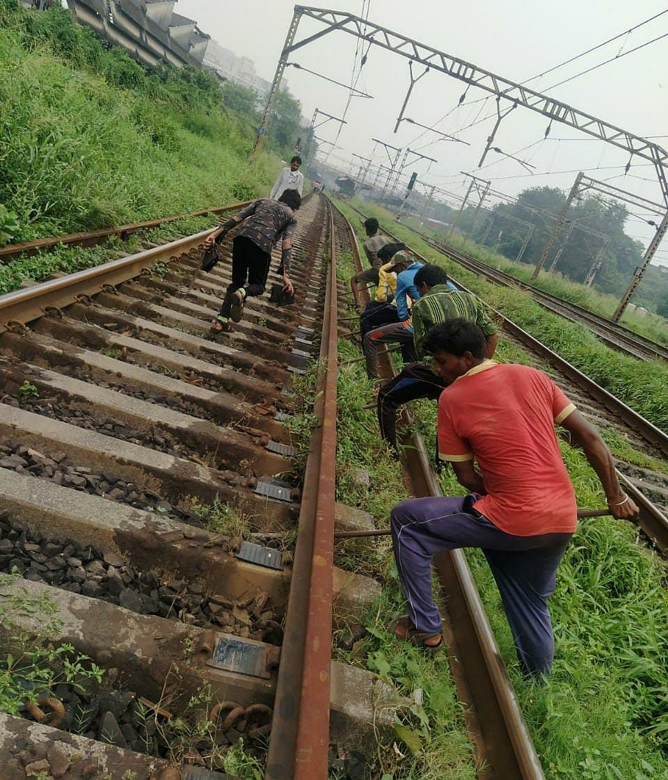Central Railway carries out maintenance works during the mega block on October 11
