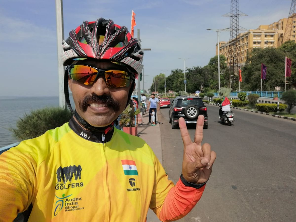 Ashok Kumar Tiwari 'Hindustani', a former commando of the Indian Army, is on a nine-day cycle expedition to promote cleanliness and hygiene.