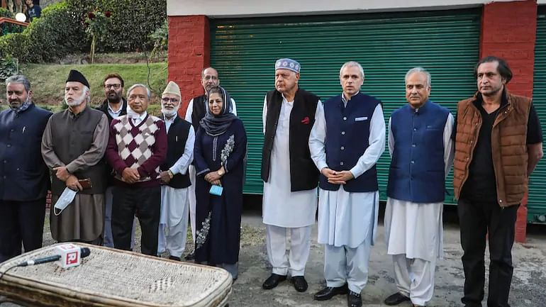 Kashmir leaders harm their case, denigrating Tricolour