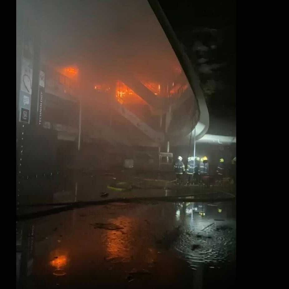 Mumbai mall fire: 3,500 people evacuated from adjacent tower