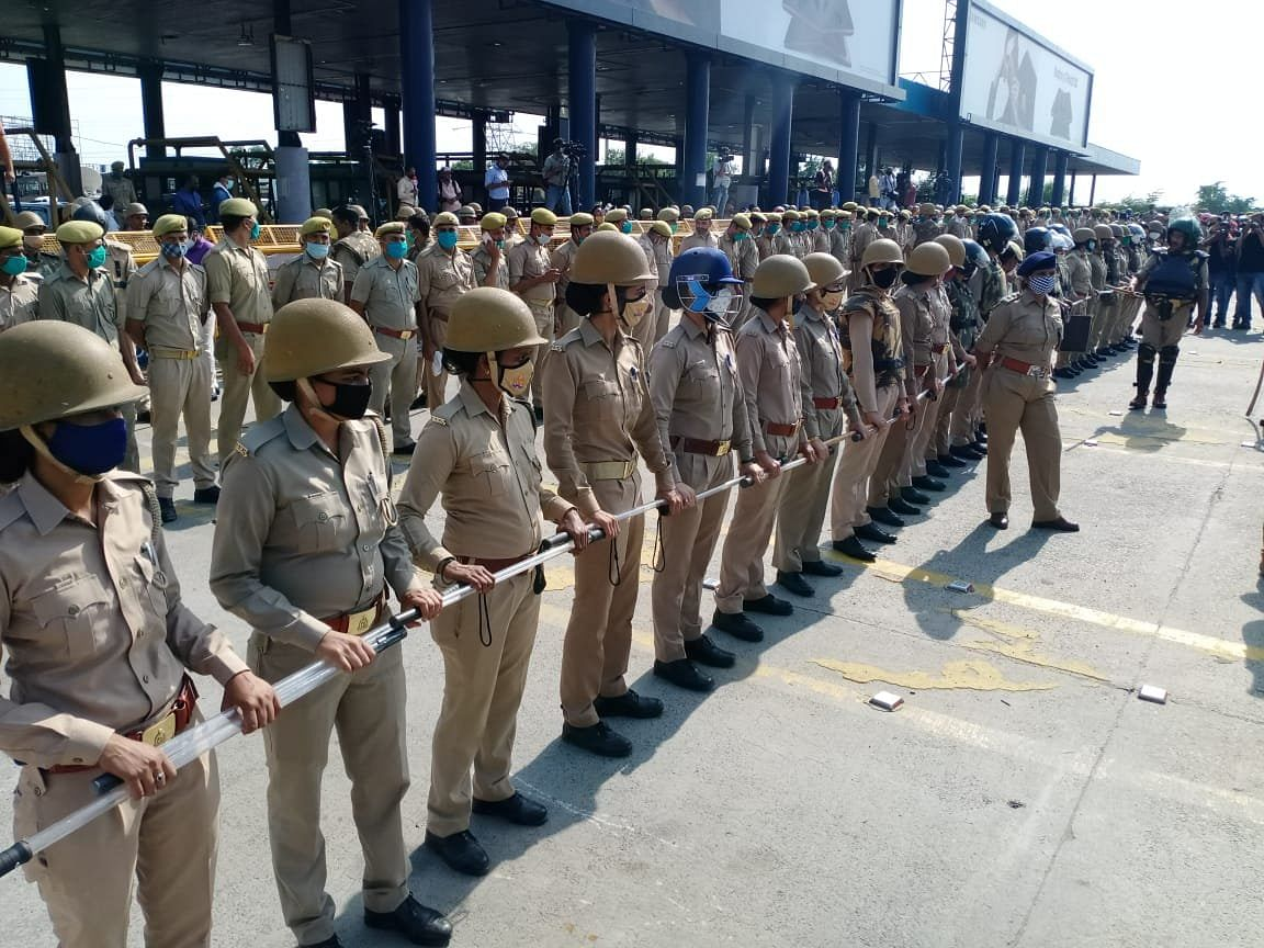Police force deployed at the Delhi-Noida Border earlier today.