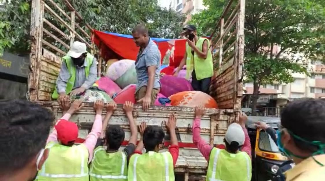 Thane: TMC takes action against 100 illegal cloth sellers in Kopri area