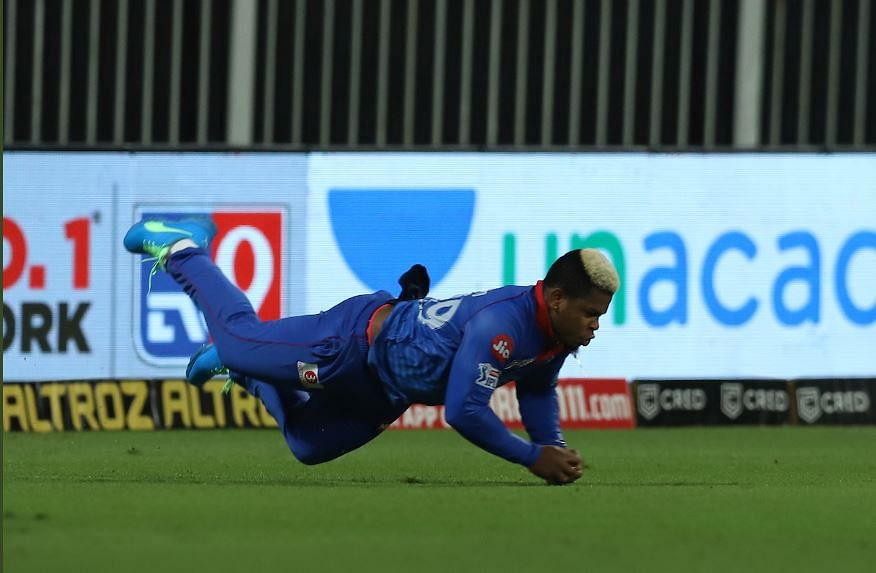 Delhi Capitals' Shimron Hetmyer takes a splendid catch to dismiss Rajasthan Royals' Steven Smith