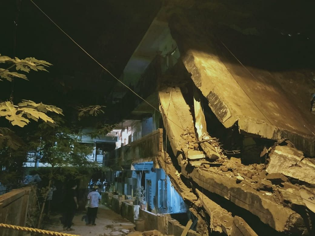 Two storey building collapses in Dombivli; residents have a narrow escape