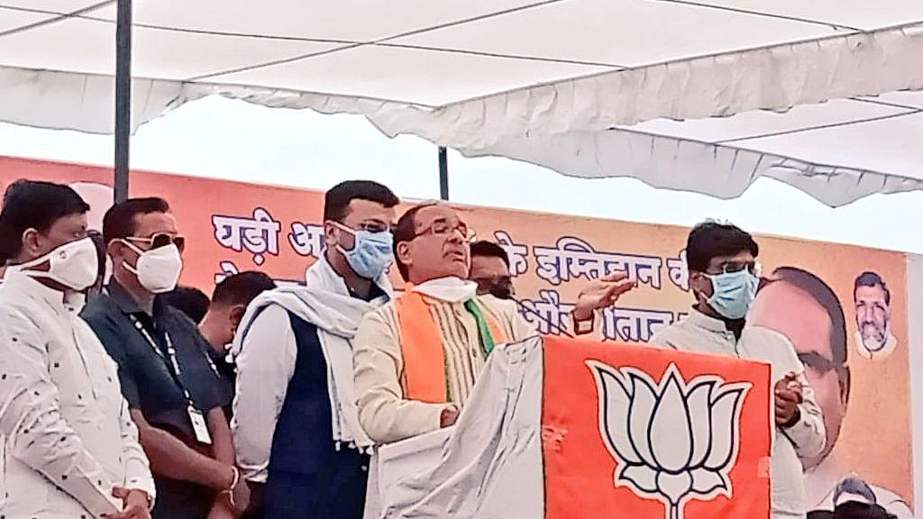 Shivraj Singh addressing public rally in poll bound Sanwer.