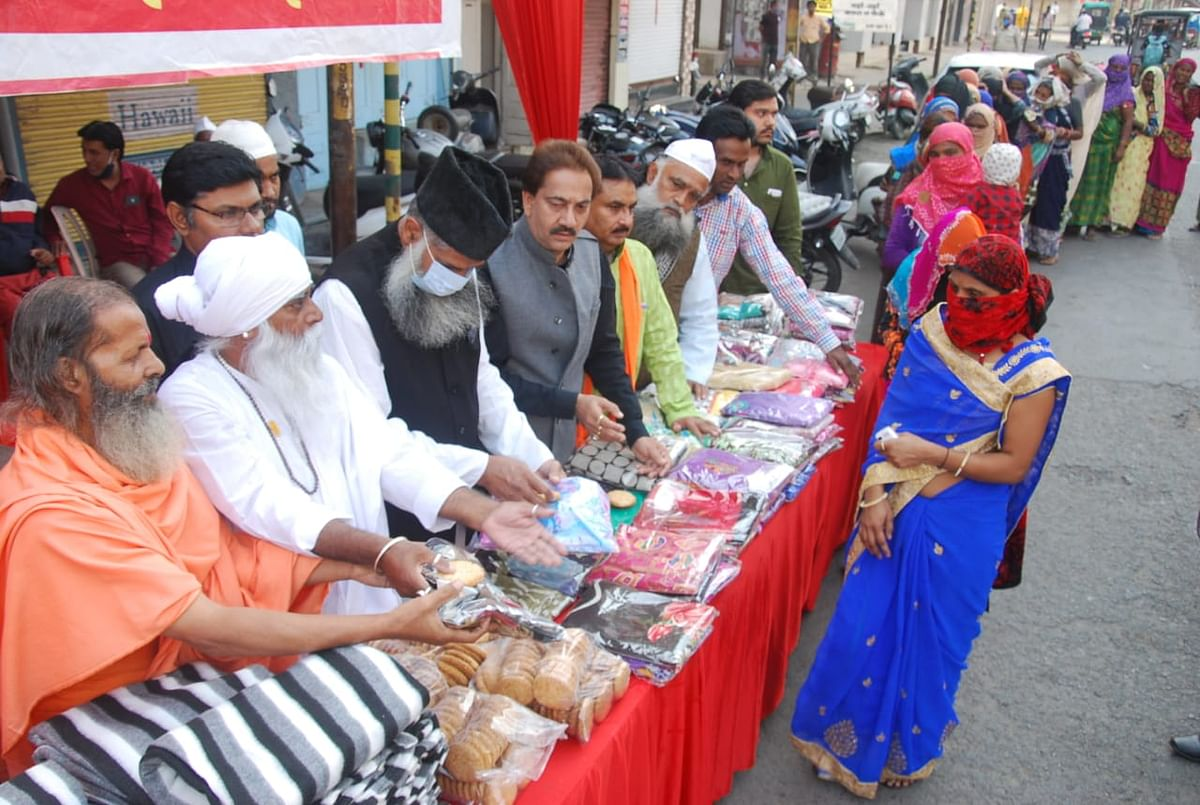 Indore: Symbolic celebrations, Eid Milad marked by social activities