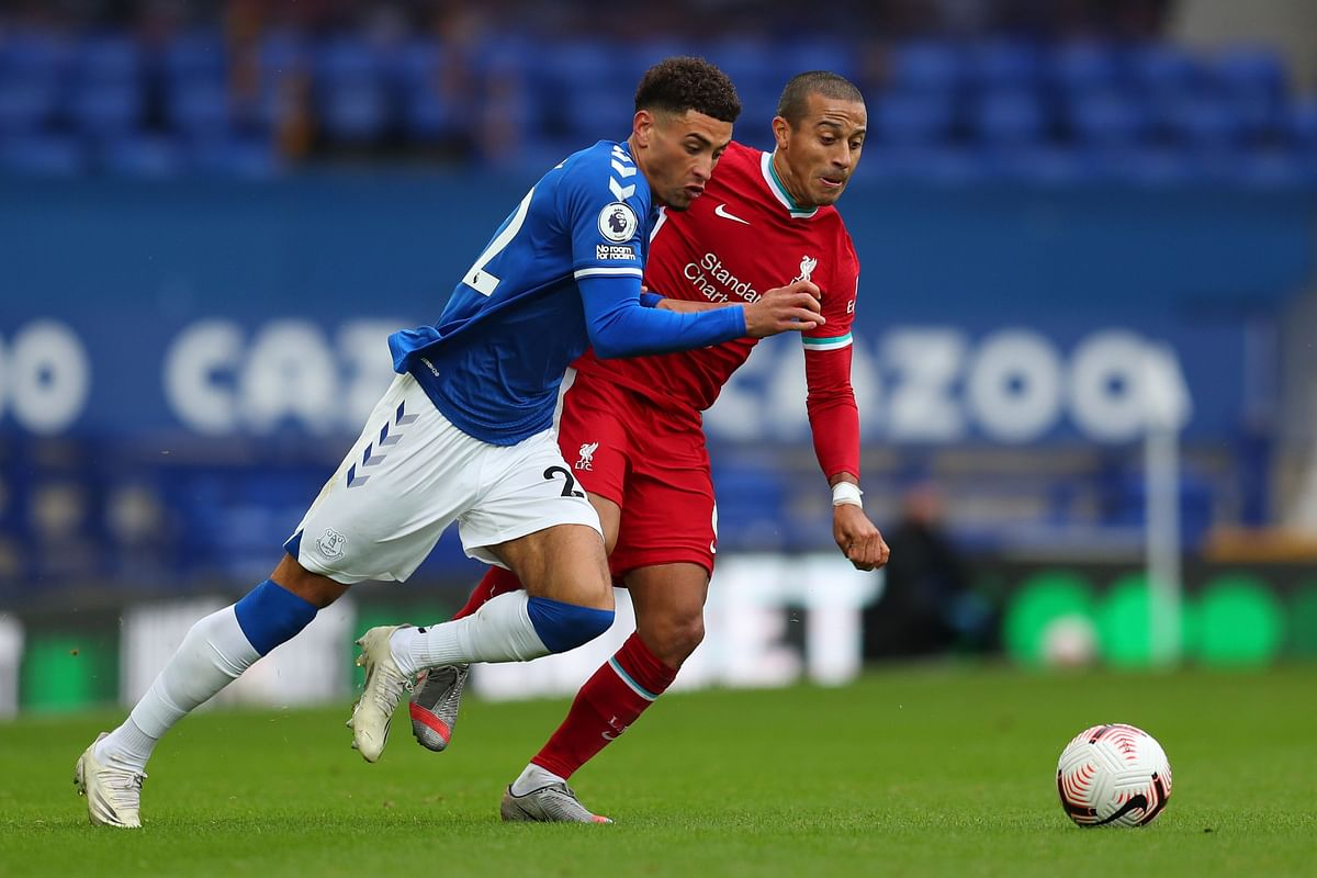 Ten-men Everton hold champions Liverpool