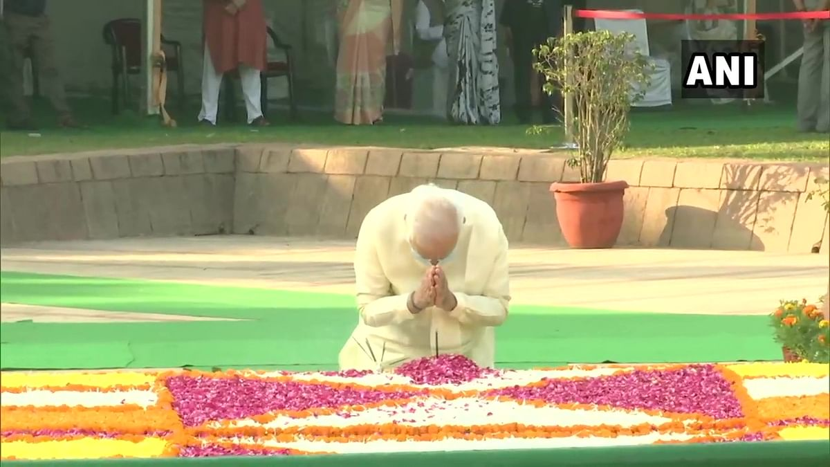Watch: PM Modi pays tribute to Lal Bahadur Shastri at Vijay Ghat on his birth anniversary