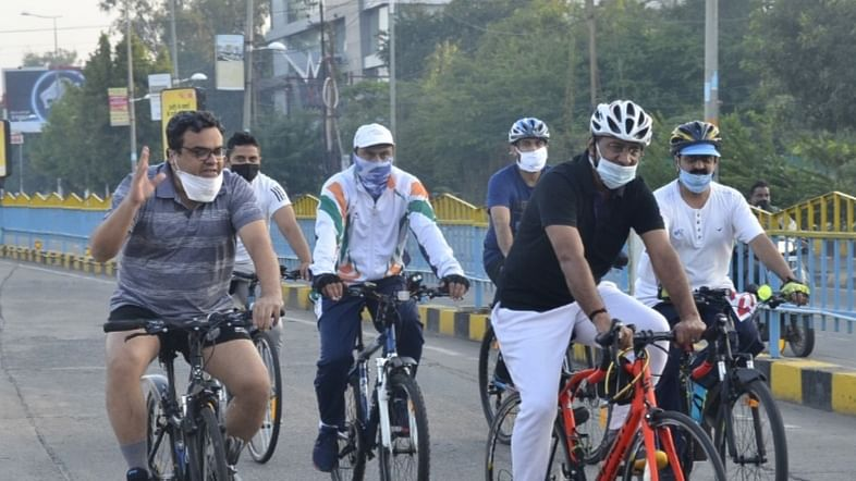 Indore: Senior officials ride cycles in BRTS corridor to promote cycling