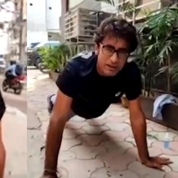 Watch: Pradeep Bhandari does push-ups on a footpath while reporting on Bihar Elections 2020