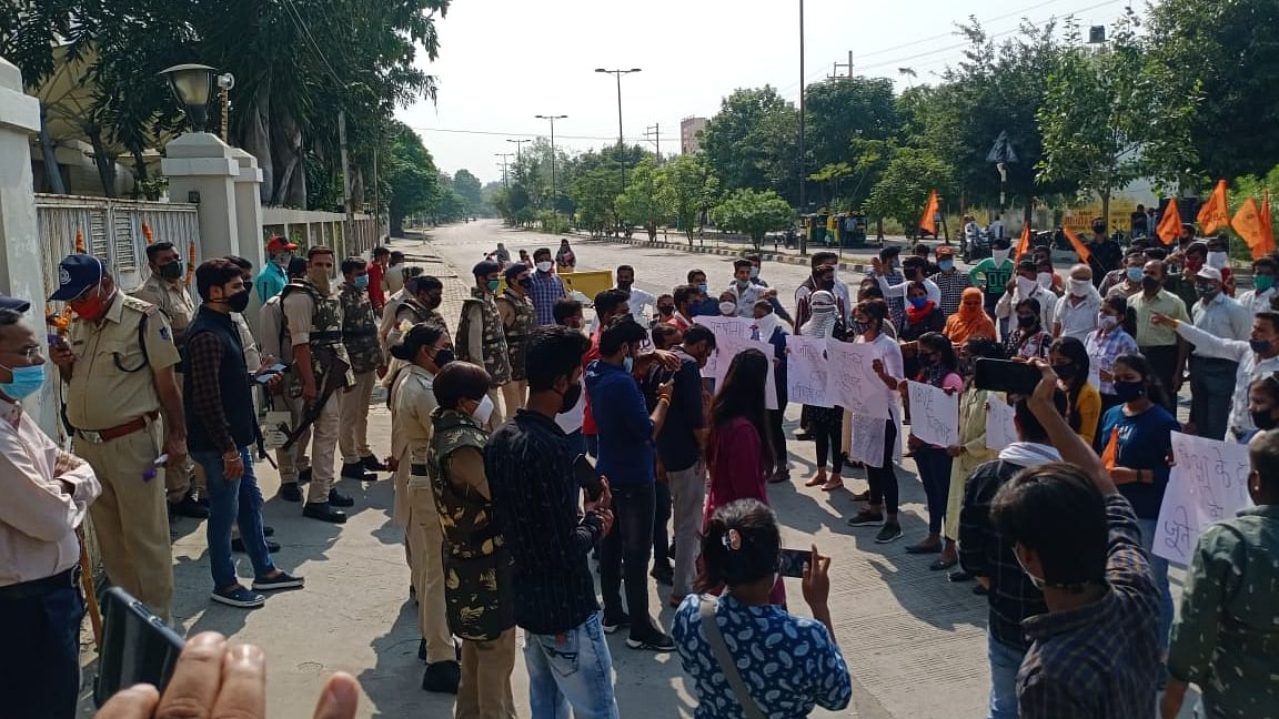 Indore: Protesting parents get fee relief from Chameli Devi School, for now
