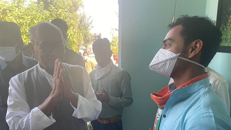 CM Shivraj Singh Chauhan's son Kartikay meets Digvijay Singh in Biora during election campaigning