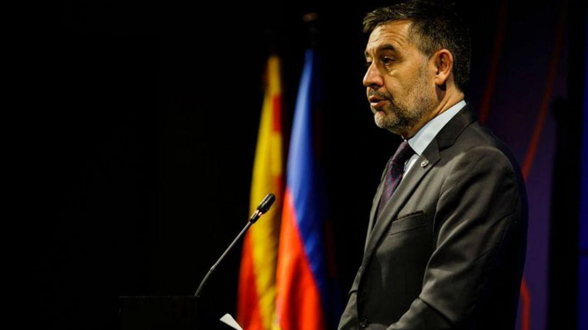 Barcelona president Bartomeu quits amid Messi feud