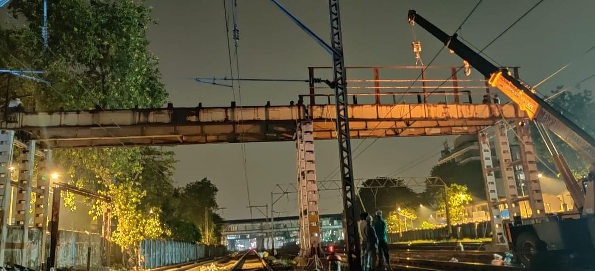 Western Railway successfully dismantles south foot over bridge at Vile Parle station