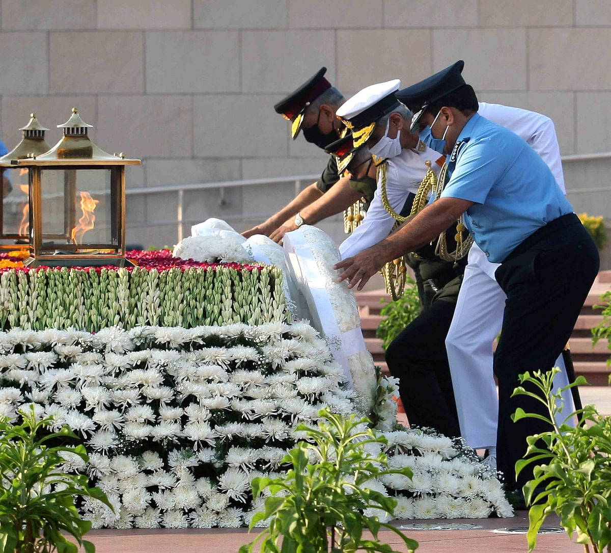 Wreath laying at National War Memorial on the occasion of Air Force Day Parade 2020