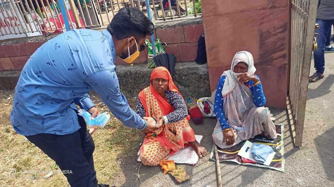 Bhopal: Seniors of BSSS's clean temple premises, give masks to the devotees