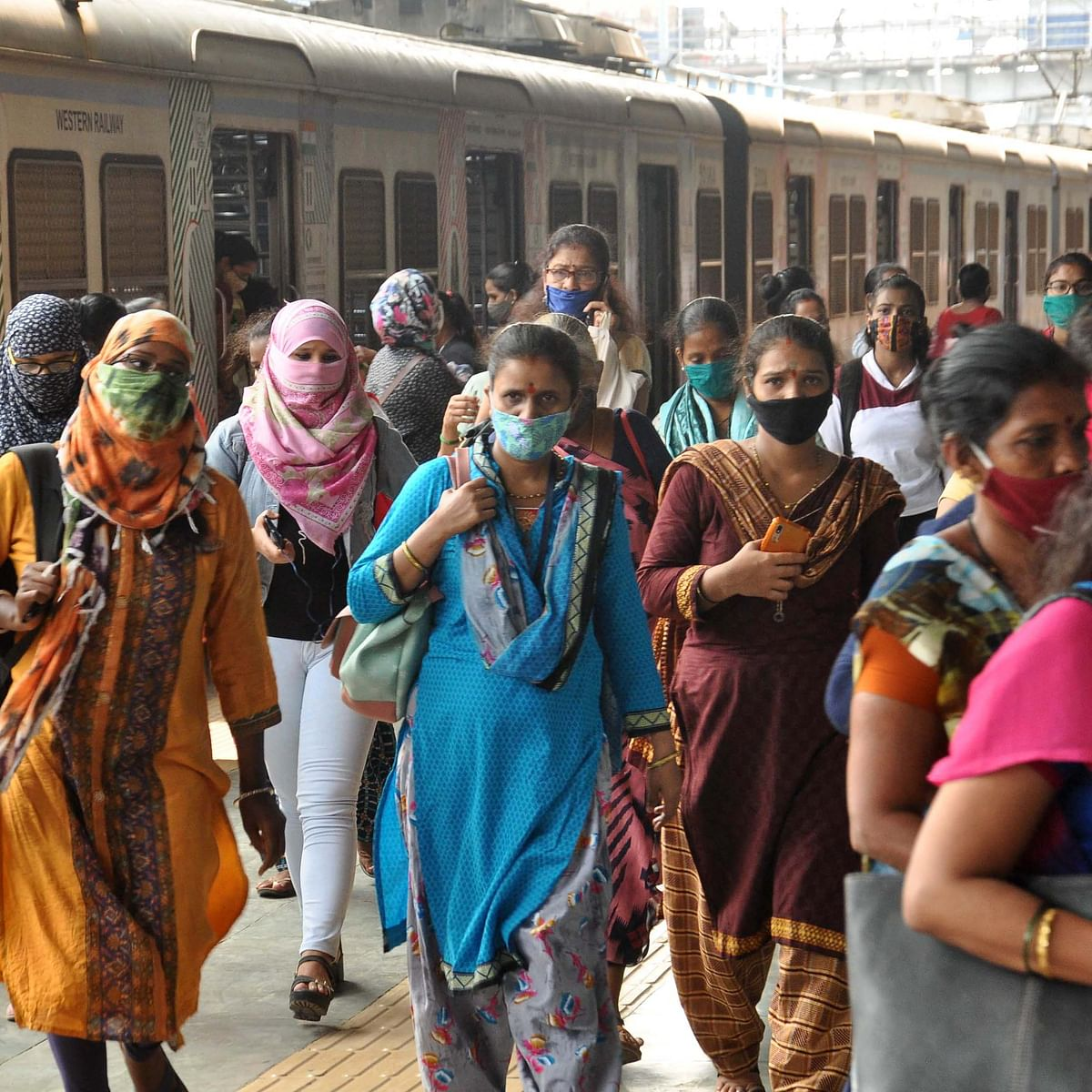 Maharashtra govt requests WR, CR to allow teaching, non-teaching school staff to commute on local trains
