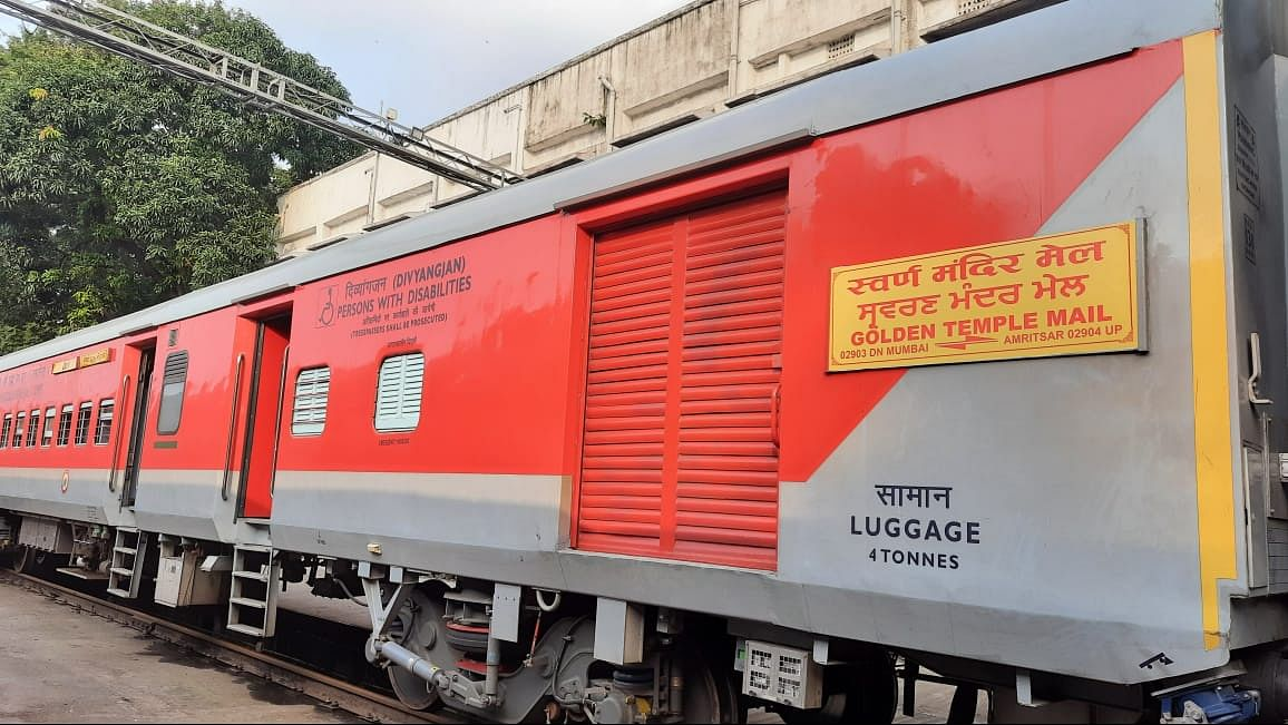 Western Railway converts all the four rakes of Golden Temple Mail to run with LHB rakes