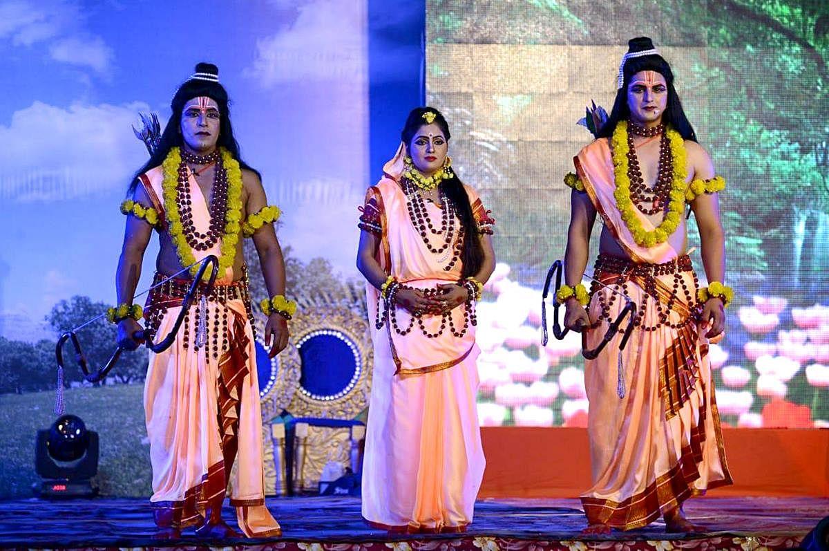 'Hindi ka apmaan': Video of Manoj Tiwari saying 'ek second' at Ayodhya's Ramlila has netizens go ROFL