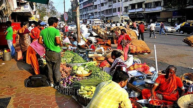 Maha govt to waive stamp duty for street vendors on Rs 10k loan