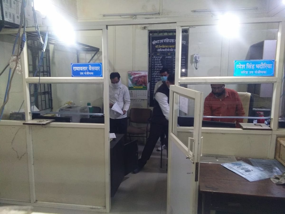 Indore: SDM raids registrar office in Mhow, recovers unaccounted cash