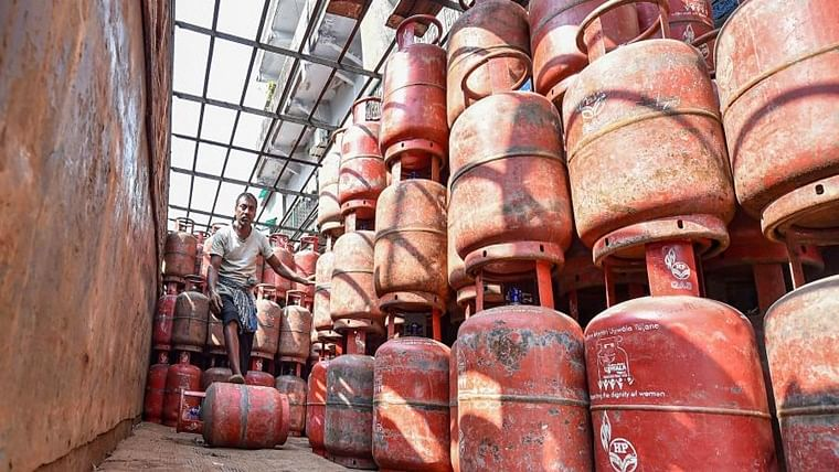LPG customers can now refill cylinders from distributers of their own choice: Centre