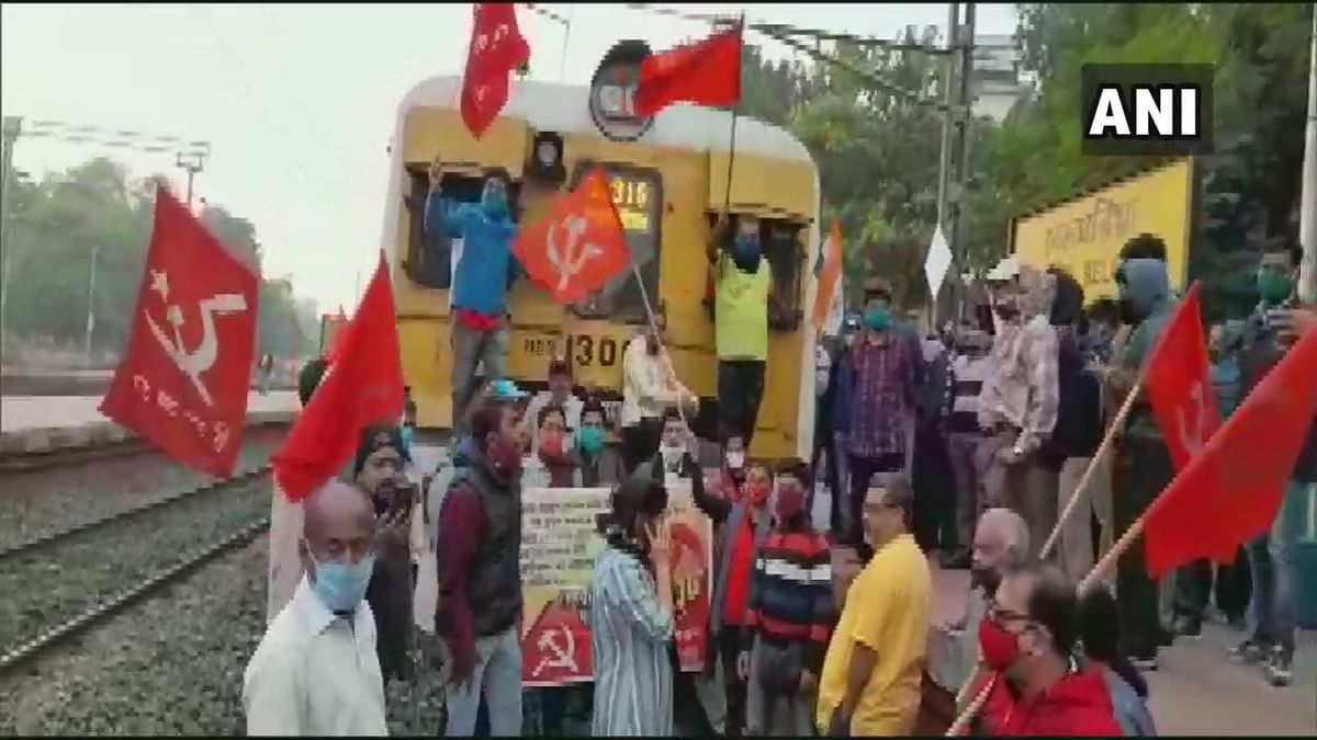 West Bengal: Left trade union blocks railway tracks; holds demonstration in Kolkata to mark Bharat bandh