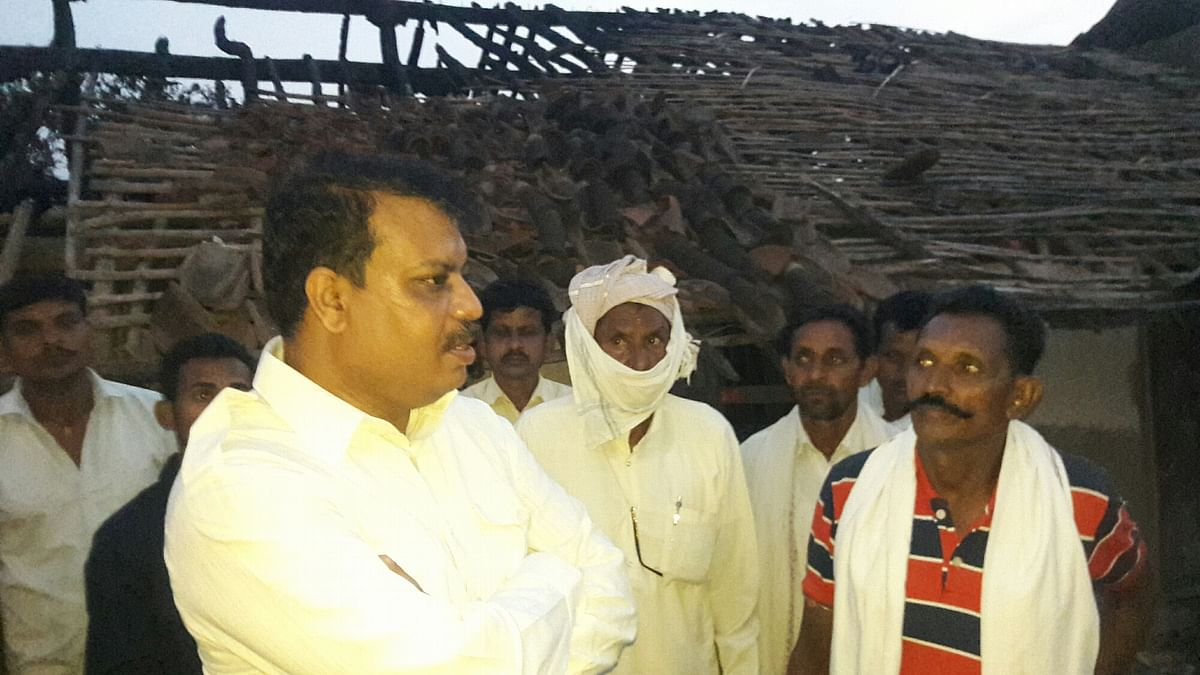 Madhya Pradesh: MLA Umang Singhar extends support to farmers affected by recent fire incident in Gandhwani