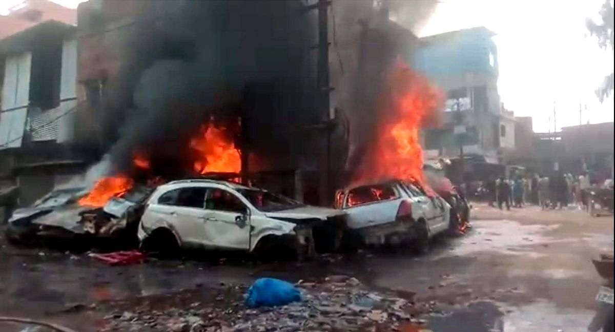 Bhopal: Five cars gutted as fire breaks out at New Kabadkhana