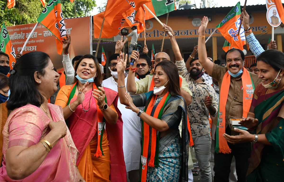 BJP workers celebrate after Bihar assembly election win.