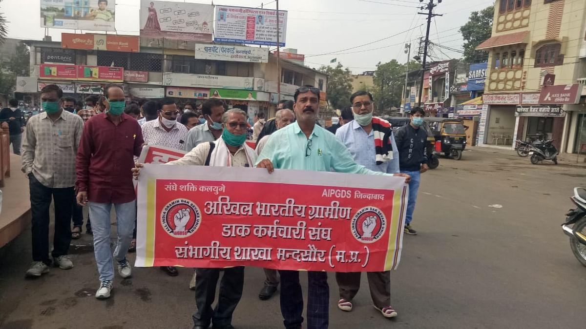 Madhya Pradesh: Rural postal staff observe strike, demands include payment of DA, leave encashment