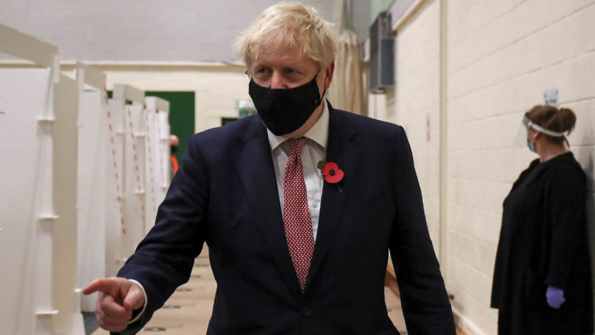 Minister Boris Johnson visits a testing centre in De Montfort University, in Leicester, central England on November 6, 2020, as the second lockdown comes into force in England