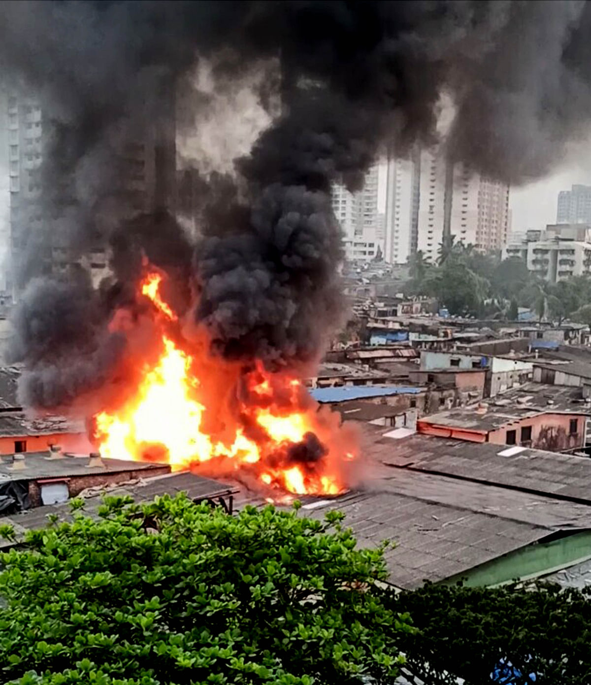 Mumbai: Massive fire at Malad's Pathanwadi road