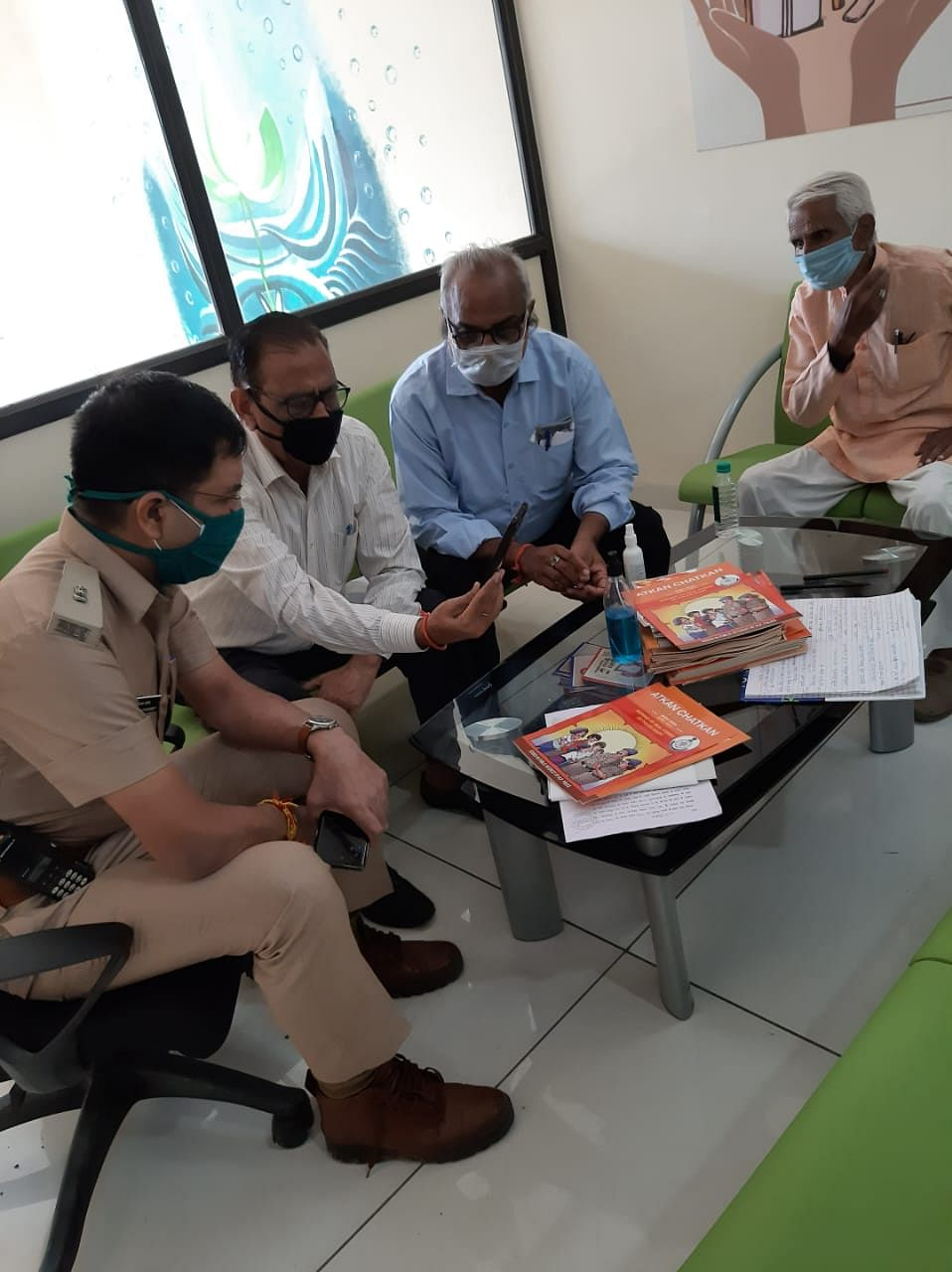 Indore: Police assist 100 senior citizens through virtual counselling
