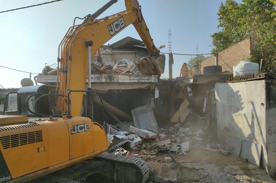 ANTI-GUNDA DRIVE IN INDORE: Goon's house demolished in Himmar Nagar