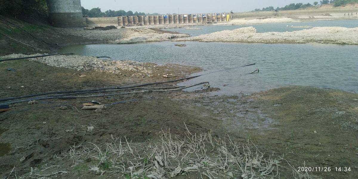 Madhya Pradesh: Administration looks away as water level in Guradiya dam recedes constantly