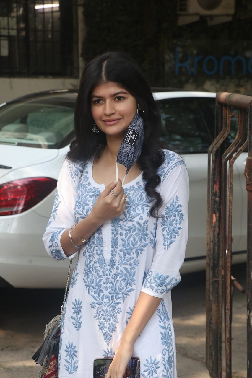 Anjini Dhawan snapped at Kromakay salon in Juhu