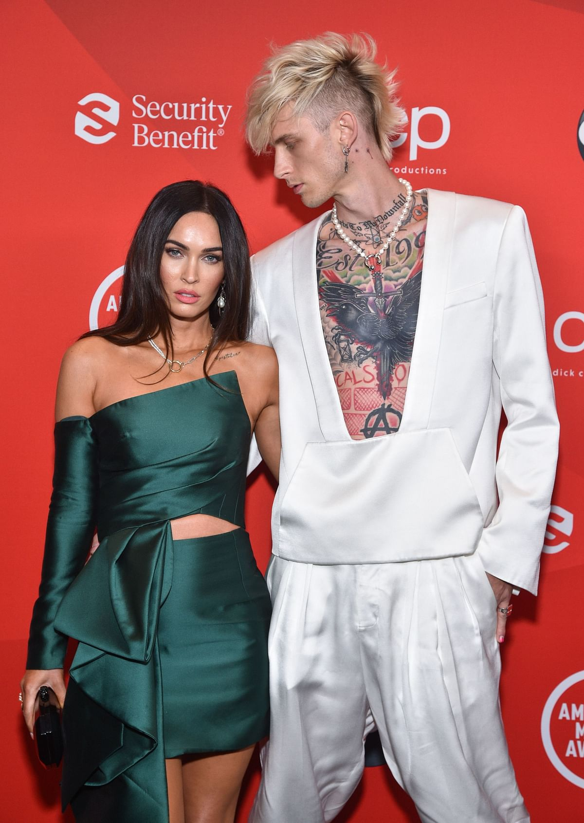 2020 AMAs: Megan Fox, Machine Gun Kelly make their red carpet debut as couple; see pics