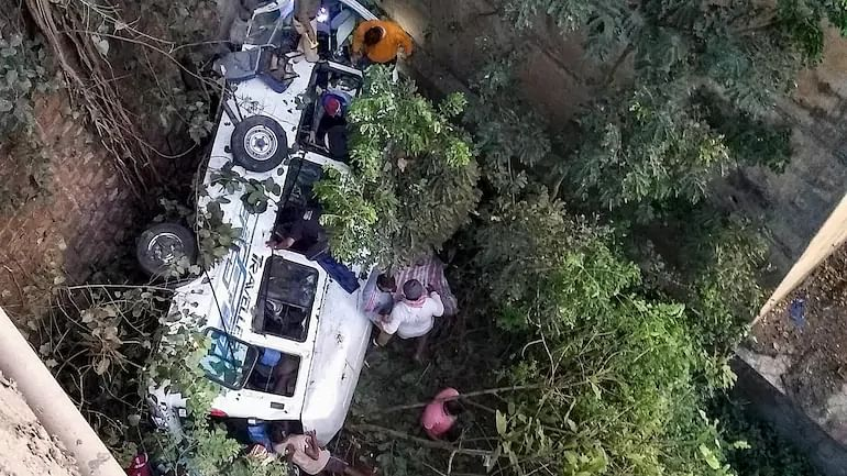 Maharashtra: Five dead, seven injured as vehicle falls into gorge in Nandurbar