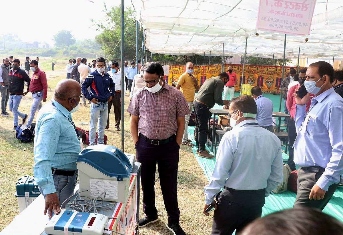 Madhya Pradesh: Collector takes stock of polling materials
