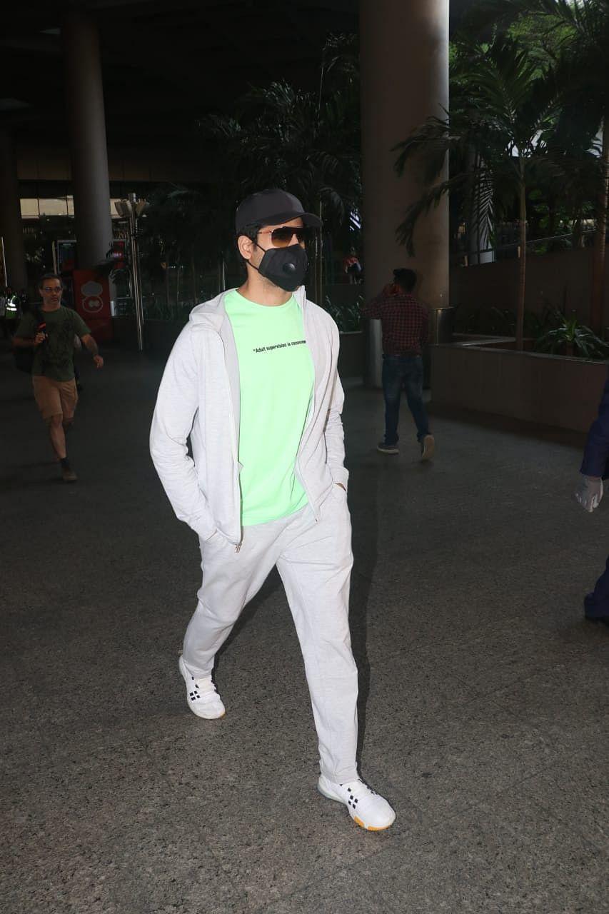 Siddharth Malhotra snapped at airport