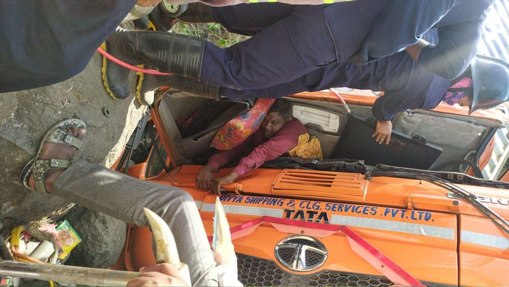 Thane: Container topples near Mumbra bypass; driver injured