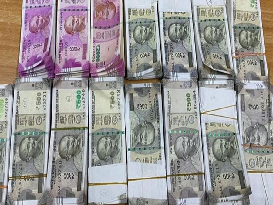 I-T dept detects undisclosed income of over Rs 500 cr after raids at leading gold jewellery dealer's premises