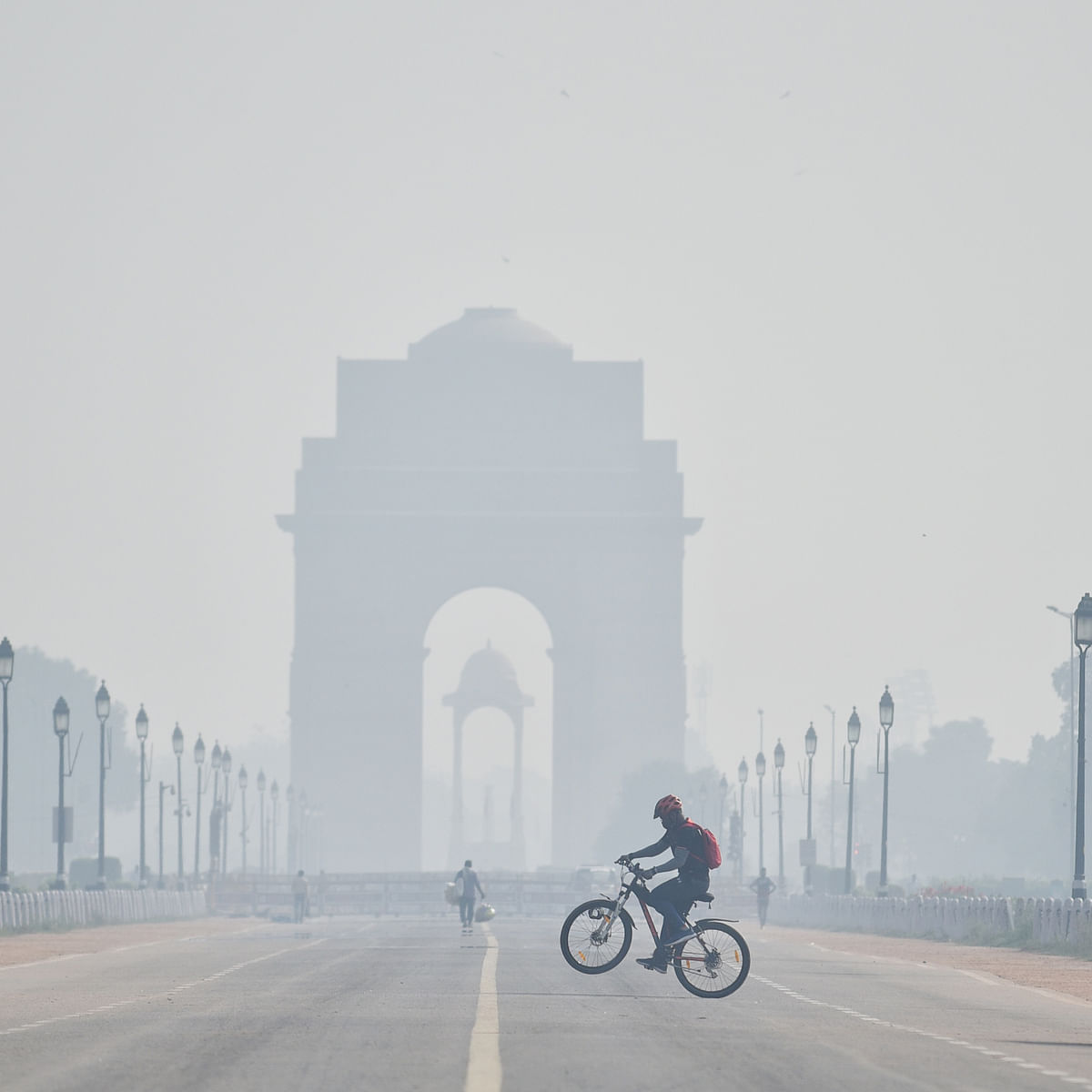 Delhi's air quality remains 'very poor', likely to enter 'severe' category on Diwali