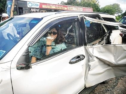 Actor Khushbu unhurt in mishap
