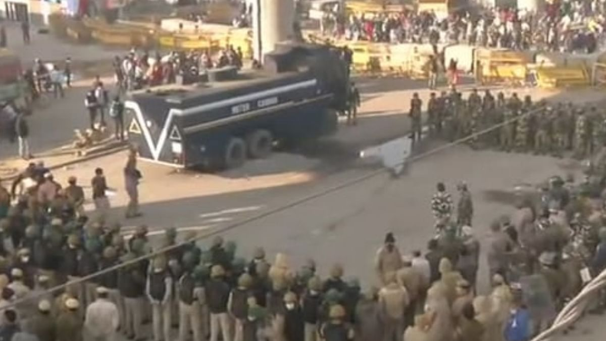 Farmers protest in Delhi: Traffic hits a snag on key roads, cops shut down two borders