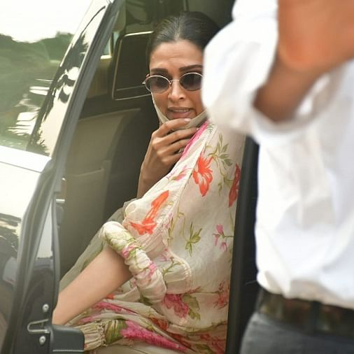 Deepika Padukone lashes out at paps, threatens legal action