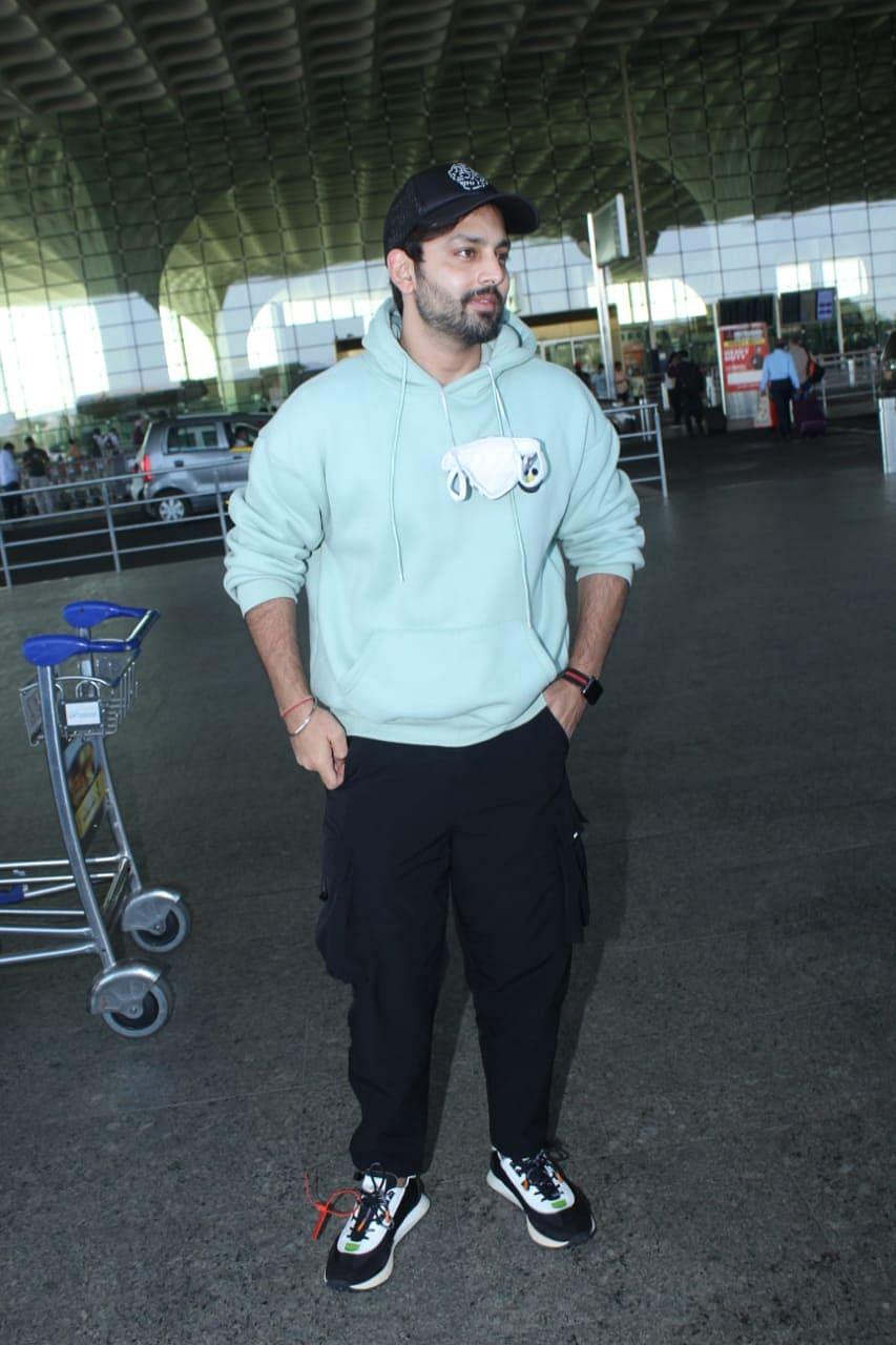 Himansh Kohli at the airport