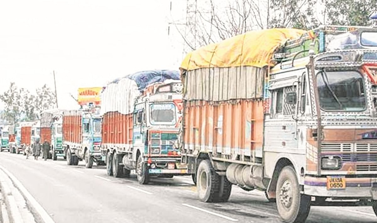 Transporters' union seeks clarification from Maha govt on movement of commercial vehicles